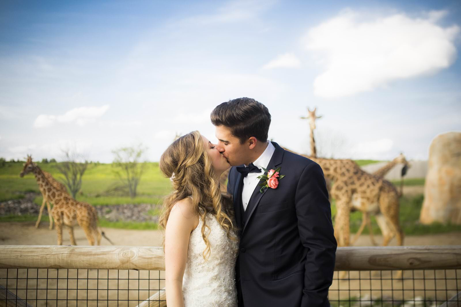 Victoria-Evan-Columbus-Zoo-spring-wedding-photography-by-Amy-Ann-Photography-00112